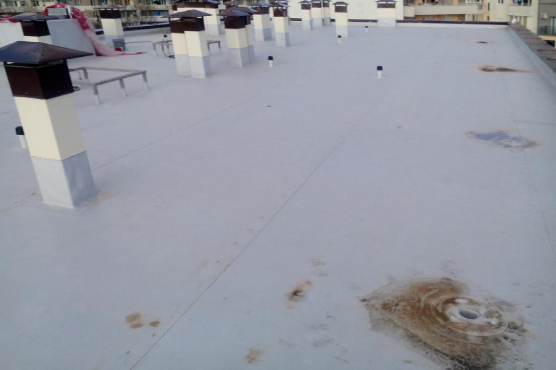 Flat roofs with synthetic waterpfoofing